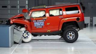 2008 Hummer H3 moderate overlap IIHS crash test
