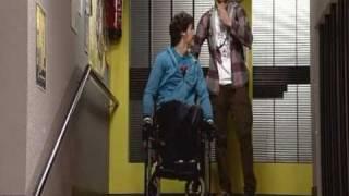 La chute de Jon dans les escaliers