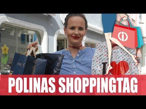 Polina kombiniert Tracht, Jeans und rote Pumps