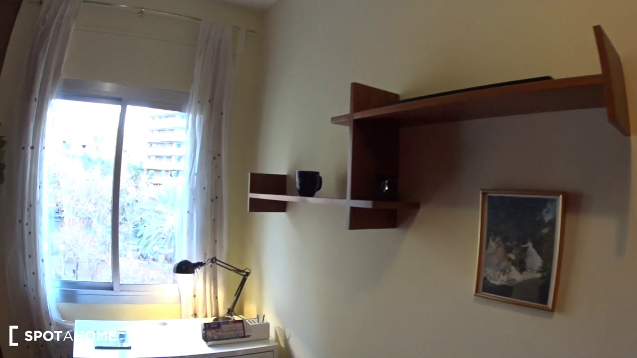 Rooms for rent in tidy 3-bedroom apartment in Les Corts