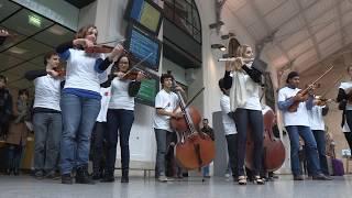 FLASHMOB / L'Orchestre national d'Île-de-France à la gare Saint-Lazare