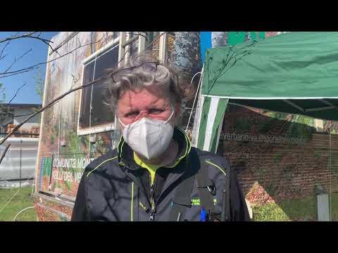 Il lavoro dei volontari al centro vaccinale di Rancio Valcuvia