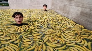 1000 BANANAS IN POOL!