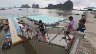 RUBBER - Del caucho al cemento, isleños de Ko Panyi modernizarán su turística cancha de fútbol flotante