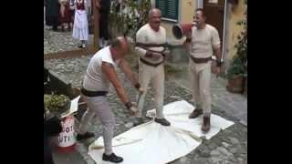 preview picture of video 'FESTA DELL'UVA Vezzano Ligure  2012 Le scene nei rioni'