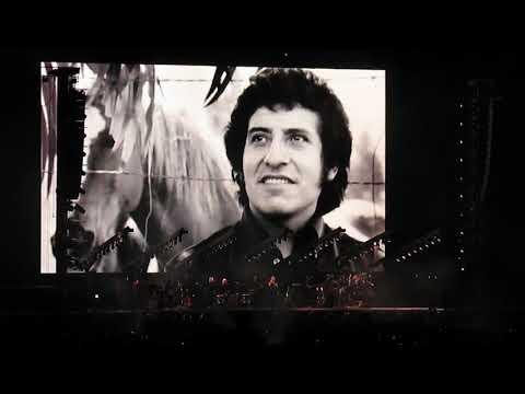 Roger Waters Homenaje a Victor y Joan Jara + El Derecho de Vivir en Paz [Subtitulado] [Chile 2018]