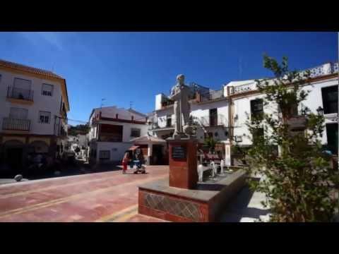 Benamocarra: Entre los cerros de la Axarquía