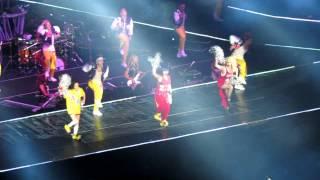 2NE1 IN TAIWAN ( try to follow me)