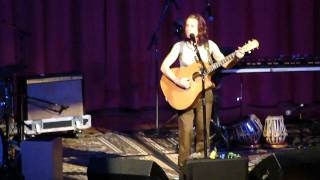 Ani DiFranco - The Atom (live in Grass Valley)