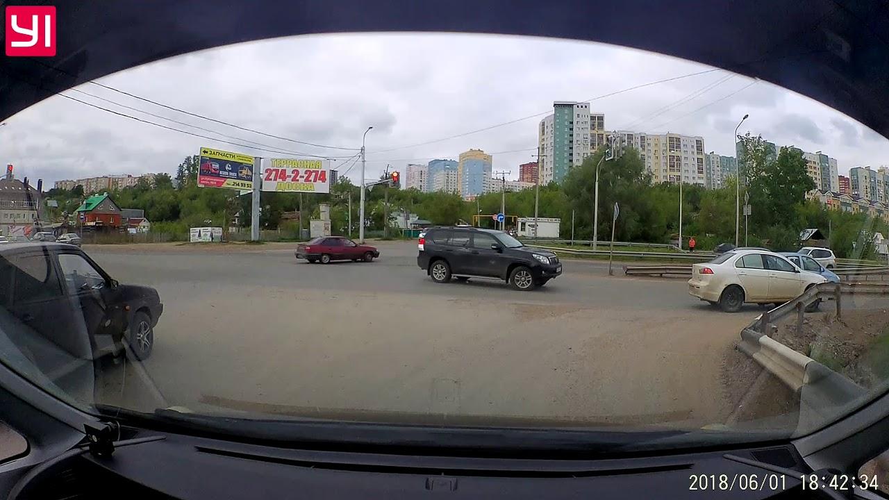 Автоледи наехала на лежащего на дороге мужчину в Уфе