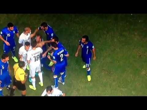 Luis Suarez bite vs Chiellini 79' (GREAT BITE)