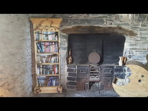 DIY Pallet Furniture – The Discworld Bookcase