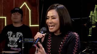 """#STAYHOME with Thu Minh: Lần đầu giáo sư Cù Trọng Xoay """"BAY"""""""