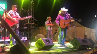 Mark Chesnutt - Oughta Miss Me By Now (Live from Laredo TX)
