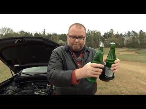 Die Autos radioverwaltet auf dem Benzin