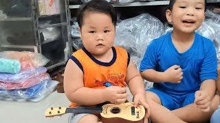 Đồ Chơi Trẻ Em Bé Pin 100% Tập Đánh Đàn Guitar ❤ PinPin TV ❤ Baby Toys Episoder Play Guitar