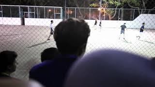 Старые играют футбол!