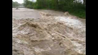 preview picture of video 'Povodně Frýdek-Místek 17.5.2010 - Most Sviadnov'