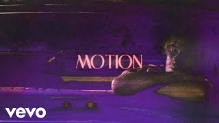 Kadr z teledysku Motion tekst piosenki Luke Hemmings