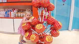 Видео Влог для детей Путешествие в ОАЭ Дубай и самые огромные Чупа Чупсы Fun Family trip for kids