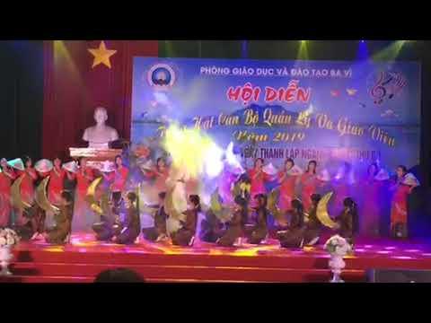 """Tiết mục đặc sắc của Trường Tiểu học Đồng Thái tham gia Hội diễn văn nghệ """"Tiếng hát cán bộ quản lý và giáo viên thủ đô"""" Huyện Ba Vì"""