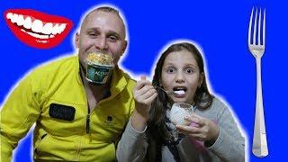 Cu Gura Paiul sau Furculita ?! Irochka vs Tata Cu ce MANANC Challenge