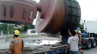 preview picture of video 'Puerto villa constitucion Draga NIÑA, montaje de propulsores 3'