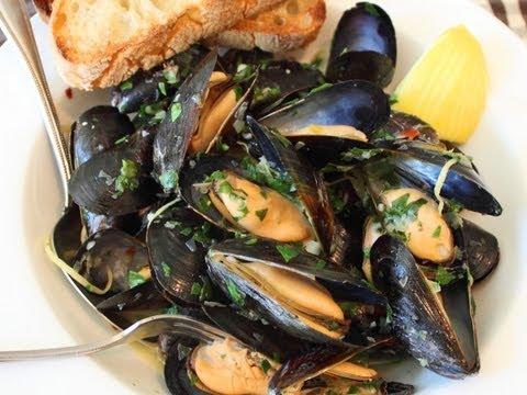 Drunken Mussels Recipe – Mussels Steamed in a Garlic