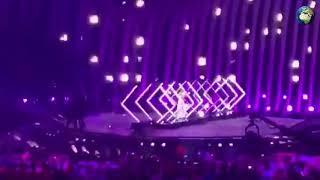 """Пранкер отобрал микрофон у певицы SuRie на """"Евровидении"""""""