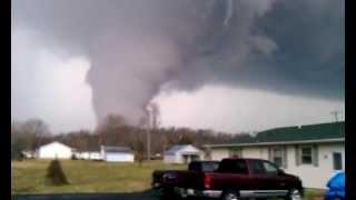 Live tornado Borden Indiana!!!!!..3-2-2012
