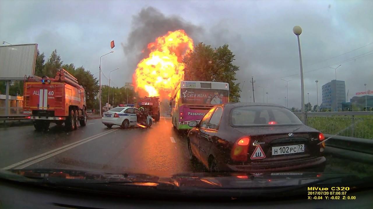 Пожар и взрыв после ДТП на улице Щербакова в Тюмени