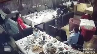В Алматинском кафе вор обокрал сумки и карманы пиджаков, и успел угоститься