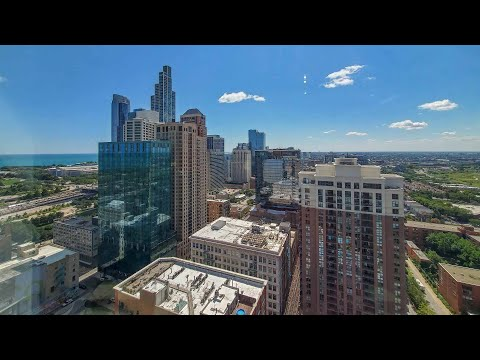 A sunny South Loop studio A4 / 06 at the amenity-rich 1001 South State
