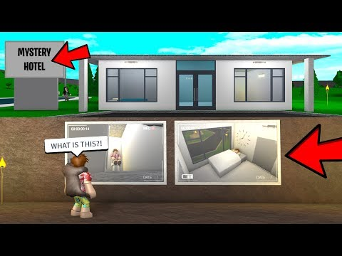 I Stayed In Her CREEPY Hotel.. She Was WATCHING The Entire Time.. (Roblox)