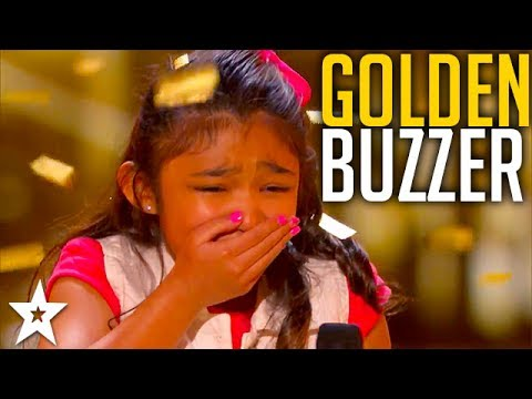 Girl on Fire Angelica Hale Gets the Guest GOLDEN BUZZER! (видео)