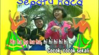 Download lagu Trio Kwek Kwek Sepatu Kaca Mp3