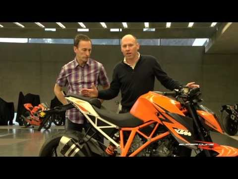 Video KTM 1290 Super Duke R Features and Benefits official