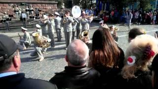 Lady Gaga в исполнении военного оркестра. Украина. Черновцы