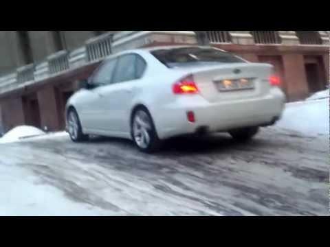 Subaru Legacy 3.0R on Ice Road