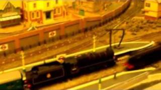 preview picture of video 'Hornby Black 5 with DCC sound & Kitbuilt J15 Epping Railway circle'