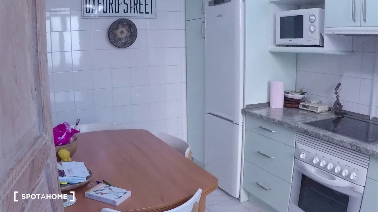 Double bed in Rooms for rent in a vibrant 2-bedroom apartment in Malasaña
