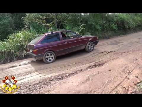 Esgoto a céu aberto destruindo a SPA 070/230 Estrada Velha de Juquitiba