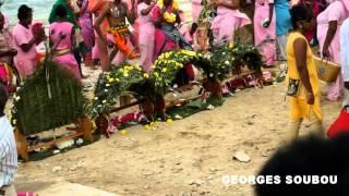 preview picture of video 'Cerémonie tamoul Saint Pierre Ile de la Réunion.'