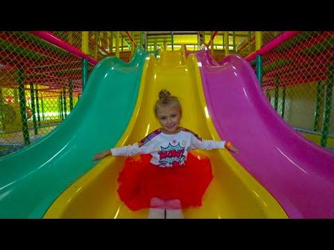 Indoor Playground for kids Play Center! Ярослава в Развлекательном Центре для Детей! видео