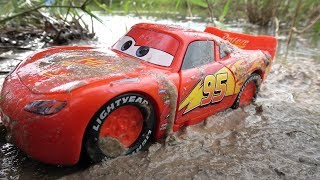 Lightning Mcqueen Stuck in the Mud & Fixing Cars Toys