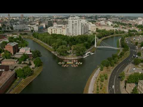 В Харькове появились клумбы на воде
