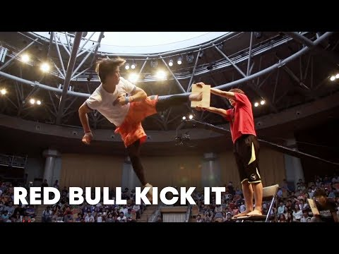 hqdefault - La batalla de patadas de Red Bull