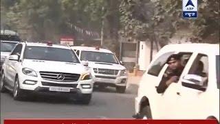 Akhilesh reaches to meet Mulayam Singh Yadav