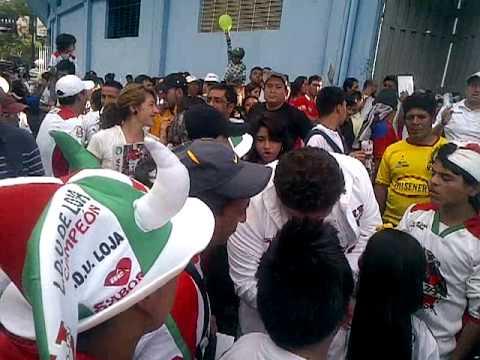 """""""Karnaval de la Garra del Oso"""" Barra: La Garra del Oso • Club: Liga de Loja"""
