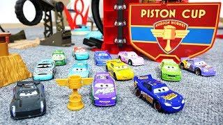 Arabalar 3 Filmi Oyuncak Araba Yarışı | Piston Kupası 11. Bölüm Final